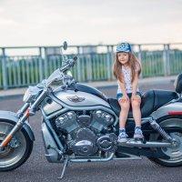 маленькая девочка на крутом мотоцикле) :: Кристина Волкова(Загальцева)