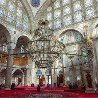 Интерьер мечети Михримах султан в Стамбуле :: Ирина Лепнёва