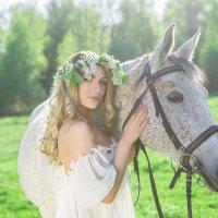 Девушка с лошадкой :: Анна Цыганкова