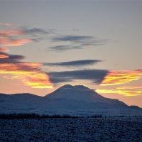 Эльбрус на закате. :: Александр Яценко
