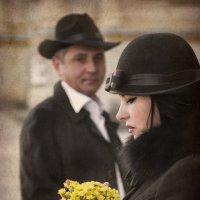 Она несла желтые цветы... :: Ева Олерских