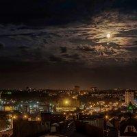 Лунная ночь в городе :: Александр Гапоненко