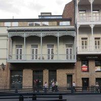 Одна из центральных улиц Тбилиси :: Наталья Джикидзе (Берёзина)