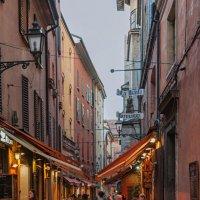 Болонья. Вечерняя улица в районе рынка. :: Надежда Лаптева