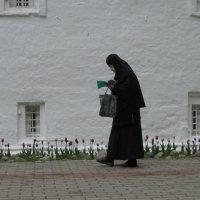 Вдоль монастырской стены... :: Маера Урусова