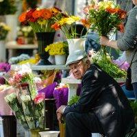 Продавец цветов :: john dow