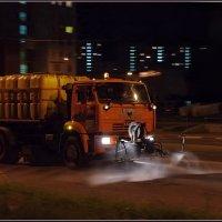 Народная примета: встретишь поливальную машину - к дождю... :: Николай Панов