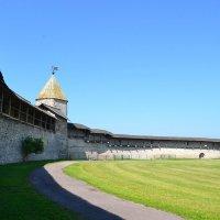 Довмонтова (Смердья) башня :: Igor Osh