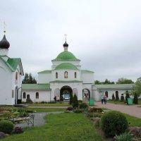 Внутренний дворик монастыря :: Катя Бокова