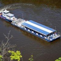 Экскурсионный катер на реке Дон :: Светлана Беляева