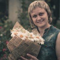 Девушка с цветами :: Сергей Терещенко