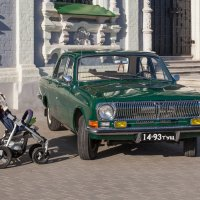 Тула. Кремль. Автострада 2017. Волга ГАЗ - 24 и детская коляска :: Алексей Шаповалов Стерх