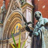 Монумент Св.Антония у католической церкви в Стамбуле :: Ирина Лепнёва