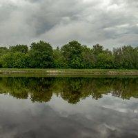В канал смотрятся облака. :: Анатолий. Chesnavik.