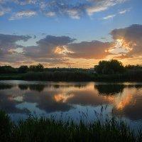 Закатное солнце зажгло облака :: Лидия Цапко