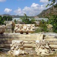 У ликийских гробниц. :: Чария Зоя