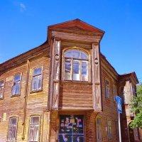 старый дом в центре города :: Наталья Сазонова