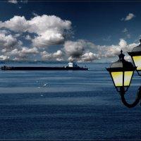 Толи фонарь толи маяк. :: Anatol Livtsov