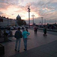 Танцы на Стрелке В.О. летним вечером :: Александр Рябчиков