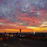 Закат на трассе перекопаной :: Юрий Плеханов