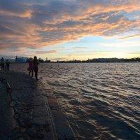 Закат над Невой :: Наталья Левина