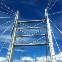Проезжая по мосту :: Galina Belugina