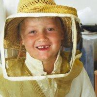 юнный пчеловод :: Sergei Merkulov
