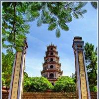 Пагода Тьен Му в Хюэ :: Евгений Печенин