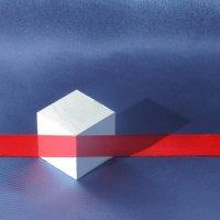 Натюрморт с кубиком и красной лентой. Иллюзион. :: Алексей Мурыгин