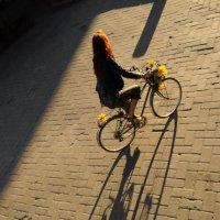 Велосипедистка :: Andrey Spizhavka