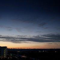 рассвет из окна в своей квартире :: Анатолий Калмыков