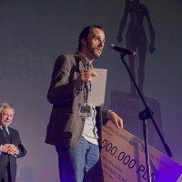 Победитель и его главный приз.Фестиваль независимого кино.Краков. :: Носов Юрий