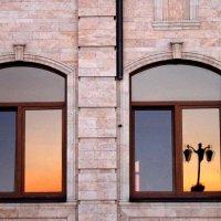 Отражение в окне :: Людмила Тарасова