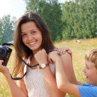Девочка с фотоаппаратом :: Валерий Симонов
