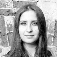 Всякое достоинство, всякая сила спокойны — именно потому, что уверены в самих себе. :: Marianna Karap