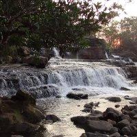 Закат над водопадом :: Stas Ra