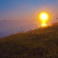 Восход над озером :: Leonid Krasnov