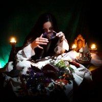 современная ведьма гадает на дисках ... :: Olga V