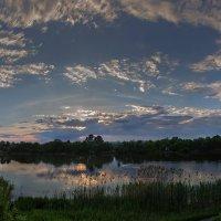 Уходит солнце с небосклона, рисуя золотом закатным :: Лидия Цапко