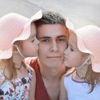 Счастливый папочка :: Любовь Строгонова