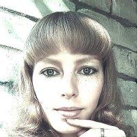 ))) :: Януся Характерова