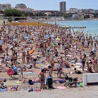 Воскресный день на пляже :: Валерий Дворников