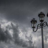 Lantern versus Thunderstorm :: Сергей Коркуленко
