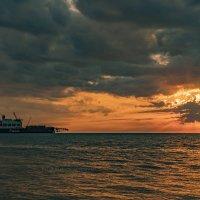 Корабль Pioneering Spirit на закате :: Allex Anapa