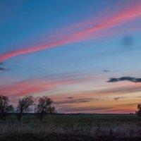 Закат в деревне :: Evgenija Enot