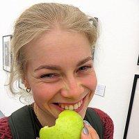девушка и...яблоко :: Олег Лукьянов