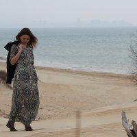 Море,девушка,чемодан. :: ольга