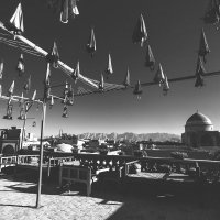 """Шербурские зонтики"" по Ирански...Чайная...с видом на город... :: Александр Вивчарик"