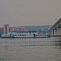 Речной трамвай :: Юрий Николаев