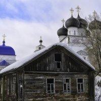 Старый дом :: Василий Ахатов